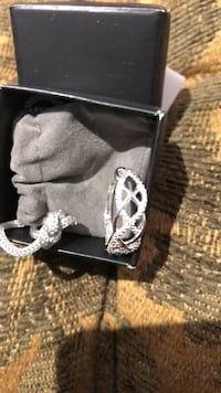 Never worn 925 sterling silver wave ring size 8 and 9 available  Laval, H7W 4R8