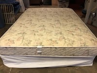 Queen pillow top mattress with box spring, great condition. Smyrna, 30082