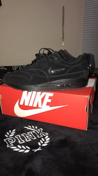 pair of black Nike sneakers with box Champaign, 61821