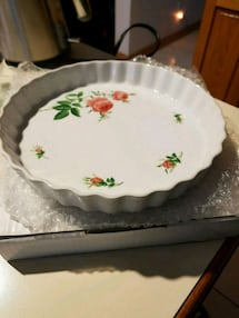Floral pie dish brand new.