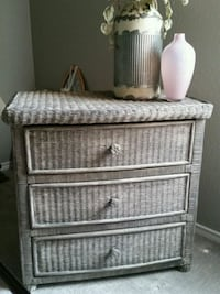 gray wicker 3-drawer chest and bedroom set Fort Worth, 76177