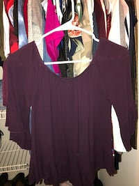 maroon scoop-neck short-sleeved blouse 768 mi