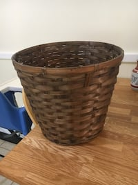 brown wicker basket with lid Germantown, 20874