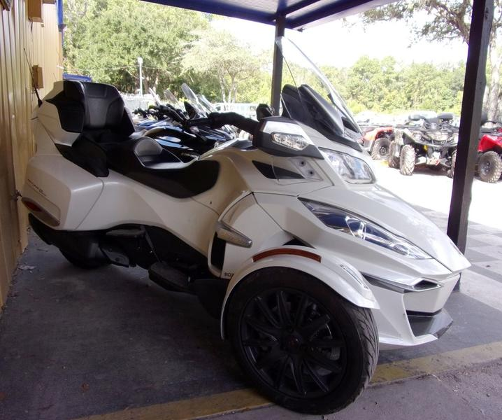 Photo 2016 Can-Am® Spyder® RT-S 6-Speed Semi-Automatic (SE6)