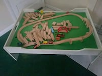 Play table with trains and tracks 291 mi