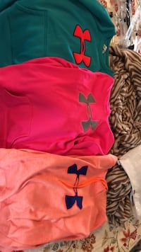 Under Armor Hoodies Medium