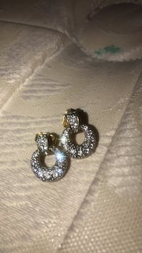 gold and dimond earrings Vancouver, 98664