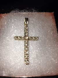 Yellow gold cross pendant necklace Los Angeles, 91364