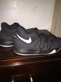 pair of black Nike basketball shoes Imperial Beach, 91932