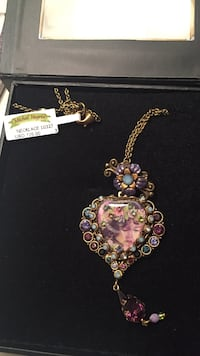 Gold and purple heart pendant necklace Stamford, 06902