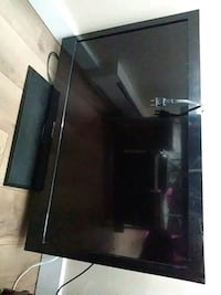 32' black Samsung flat screen TV Spokane, 99208
