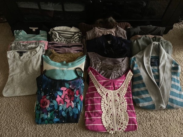 **UPDATED Huge 120 Piece Like New Lot of Brand Name Clothes b59b4b9d-0833-470b-a931-8c48b7a8dcf7