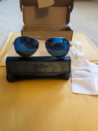 Aviator sunglasses and case silver with blue lens