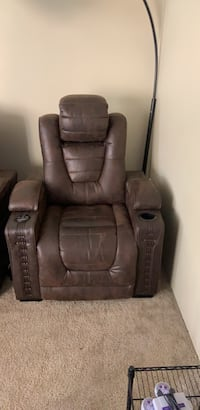 Brown leather recliner sofa chair with Bluetooth speakers capability Vancouver, 98662