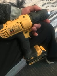 Drill driver dewalt 20 volt just the drill and battery no charger  Mount Sterling, 43143