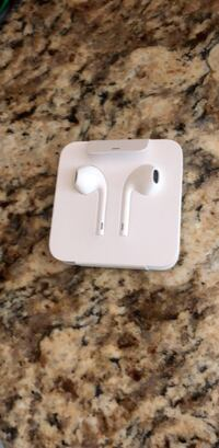 apple earbuds,  genuine from iphone 6, never used Great Falls, 22066