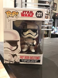 Pop ! star wars darth vader vinyl figure in box Toronto, M3H 4K5