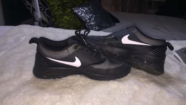 7c332fedd356 Used Black-and-gray Nike sports shoes for sale in Montréal - letgo