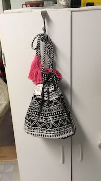 NWT Black and white cinch bucket purse Laurel, 20723