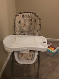 New high chair Martinsburg, 25404