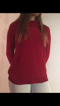Red soft girls turtleneck size large Montréal, H4V