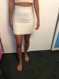 White skirt from H&M size 2 Mississauga, L5M 7G4