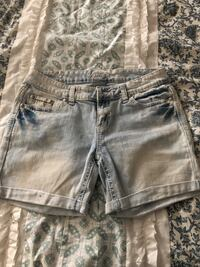 Vanity size 28 short Lacy-Lakeview, 76705