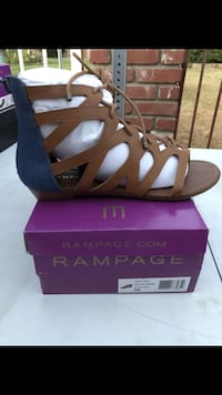 unpaired black and white leather sandals Bakersfield, 93304