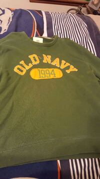 green and yellow crew-neck shirt