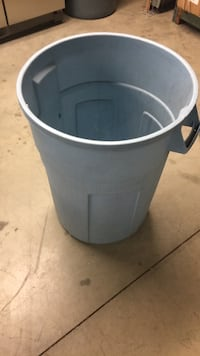 27 gal trash can Sterling, 20166