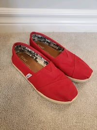 TOMS - youth girls or womens shoes (Y3 or 6W) Ottawa, K2S