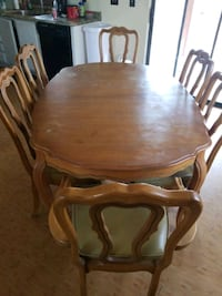 Dinning room table with 6 chairs and 3 leaves