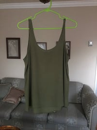 Women top shop size 6 Laval, H7S 1Y3
