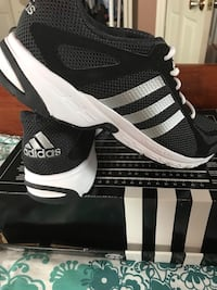 Adidas Runners.... new in box... men's size 11.5 Dartmouth, B2V 1Y6