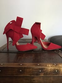 Never worn red pumps with ankle strap bow size 7 London, N6J 1Y7