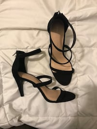 Pair of black leather pointed-toe ankle strap heels 1963 km