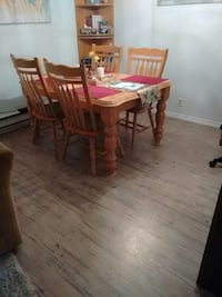 RUBBER WOOD TABLE.  LIKE NEW 500