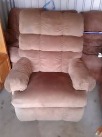Very nice recliner Topeka, 66605
