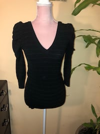 Size Small Fitted 3/4 Sleeve Sweater  Toronto, M1B 1E3