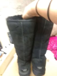 Size 8 Black Ugg Boots, worn about 3 times last winter Wilmington, 19805