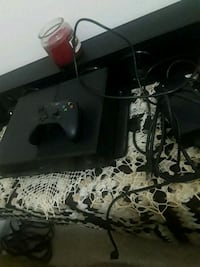 Xbox one(everything included) used once  Yonkers, 10701