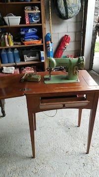 Antique singer sewing machine  St. Catharines, L2T 2P9