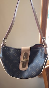black and brown Louis Vuitton leather crossbody bag New York, 11423