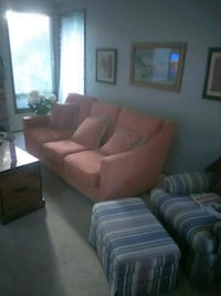 Beautiful 3 seater couch.comfy excellent ,(red)* . Federal Way, 98023