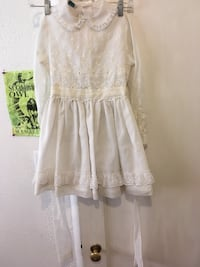 Vintage girls all cotton white dress this for like a 6-8 yr. old amazing with cowboy boots and pictures they don't make them like this anymore