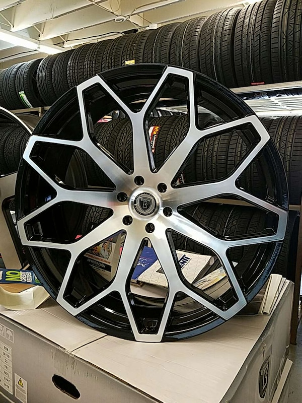 Used 28 Inch Borghini B28 Wheel And Tire Package For In Los Angeles Letgo