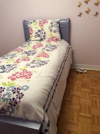 Single bed and matching dresser Vaughan, L4H 0H7