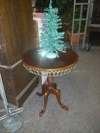 REAL WOOD ACCENT TABLE  2213 mi