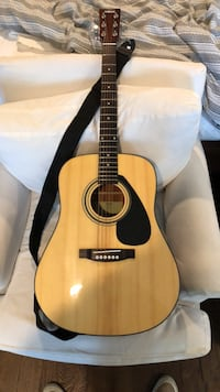 Brown and black acoustic guitar Pasadena, 91011