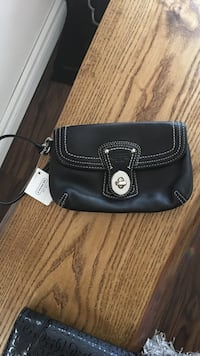 New with tags Coach black wristlet  Tay, L0K